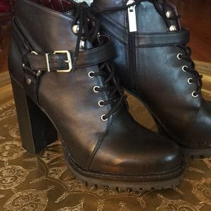 "BCBG Generation Hendrix blk leather 5"" Booties 9"